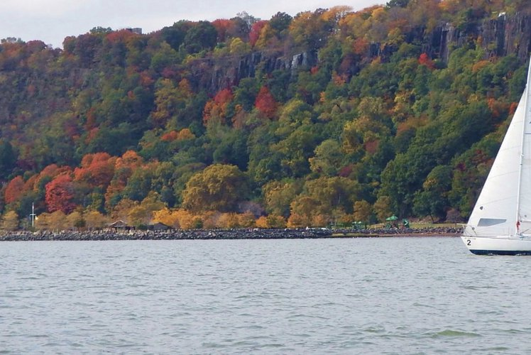 Spectacular Fall Sailing on the Hudson!!