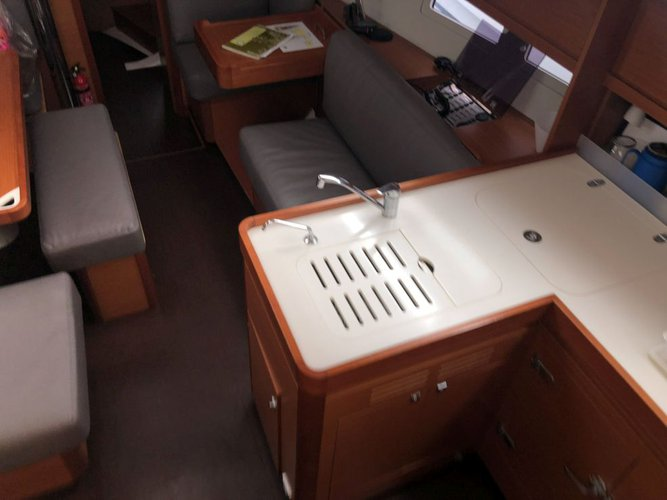 Discover Scrub Island surroundings on this 412 GL Liberty Dufour boat