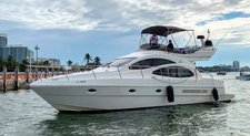 Glide through the water aboard this amazing Azimut 42'