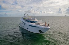 Discover Miami  in style boating on this luxurious 90' yacht