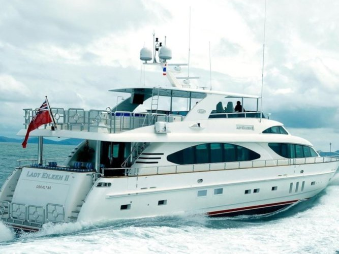 Enjoy luxury and comfort on this  Motoryacht in Phuket