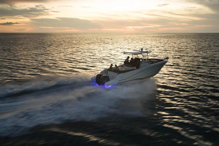 Center console boat rental in Venice Marina, NY