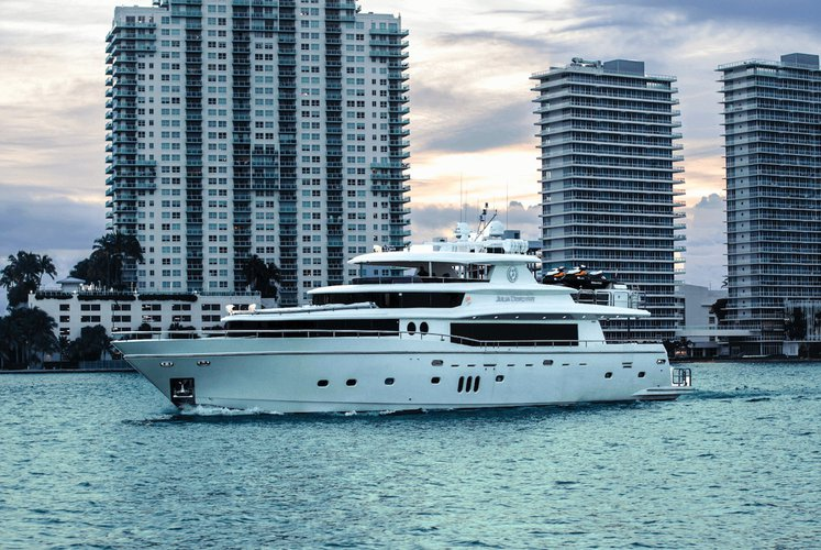 This 103.0' Johnson cand take up to 13 passengers around MIAMI