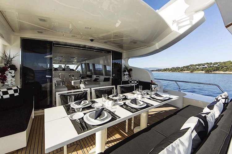 This 101.0' Leopard cand take up to 13 passengers around MIAMI