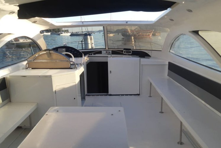Cruiser boat for rent in Angra dos Reis