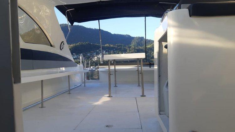 Discover Angra dos Reis surroundings on this RESTYLING 2020 PERSHING 52 OPEN boat