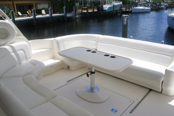 This 50.0' Sea Ray cand take up to 12 passengers around Charlotte Amalie