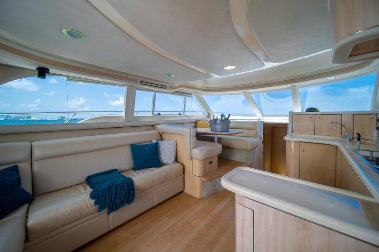 Discover Miami Beach surroundings on this 480 Sedan Bridge Sea Ray boat