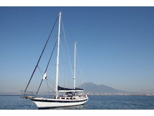 Get on the water and enjoy Castellammare di Stabia in style on our  Scorpio 72