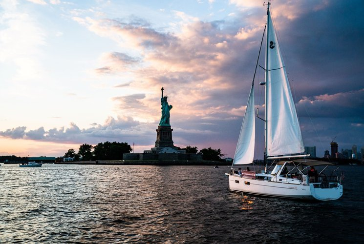 Sail NY Harbor's Newest Sailboat - Check Our 5-Star Ratings!
