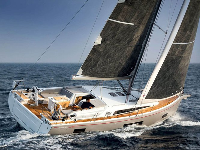 This sailboat charter is perfect to enjoy Cala D`Or