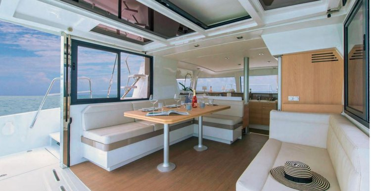 Discover Miami surroundings on this Bali 4.0 O.V Custom boat