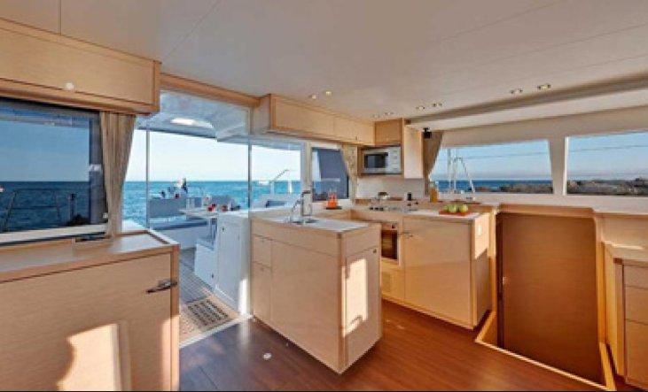 Discover Miami surroundings on this Lagoon 450 S Custom boat