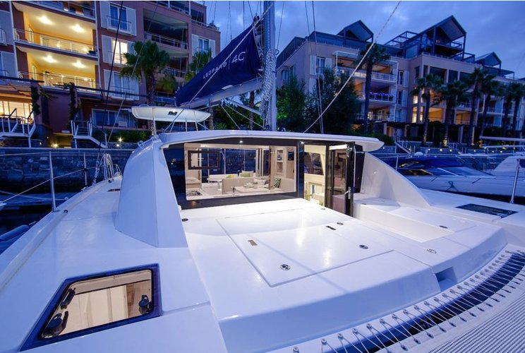 Discover Miami surroundings on this Leopard 40 O.V Custom boat