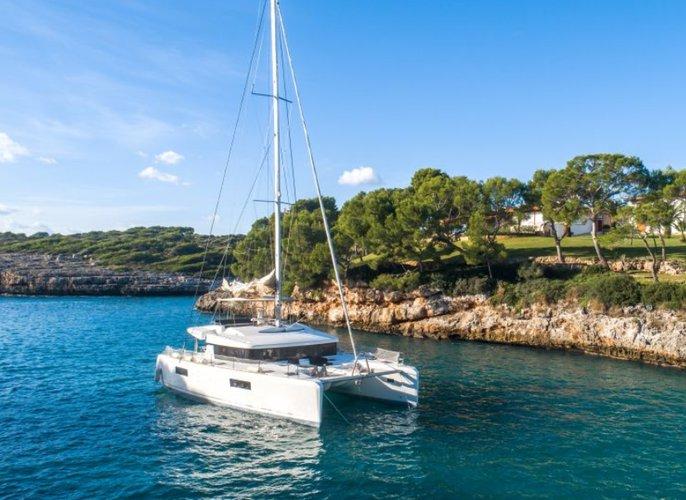 Discover Miami surroundings on this Lagoon 52 F Custom boat