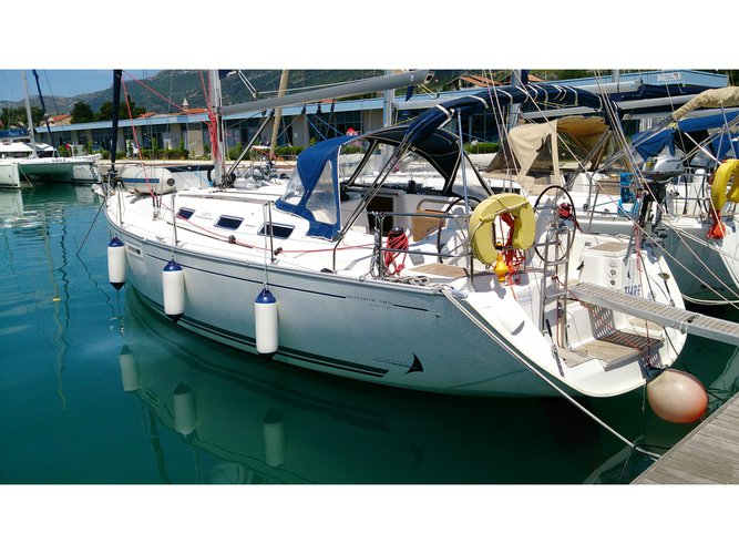 Experience Kaštel Gomilica, HR on board this amazing Dufour Yachts Dufour 385
