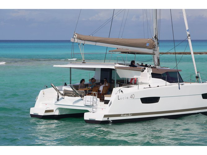 Climb aboard this Fountaine Pajot Lucia 40 (4cab./4 hds) for an unforgettable experience
