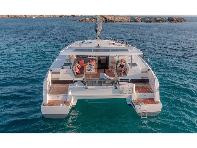 Jump aboard this beautiful Fountaine Pajot Isla 40