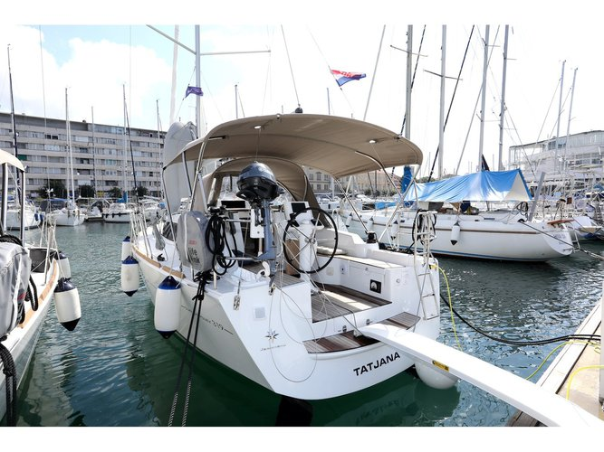 Rent this Jeanneau Sun Odyssey 319 for a true nautical adventure