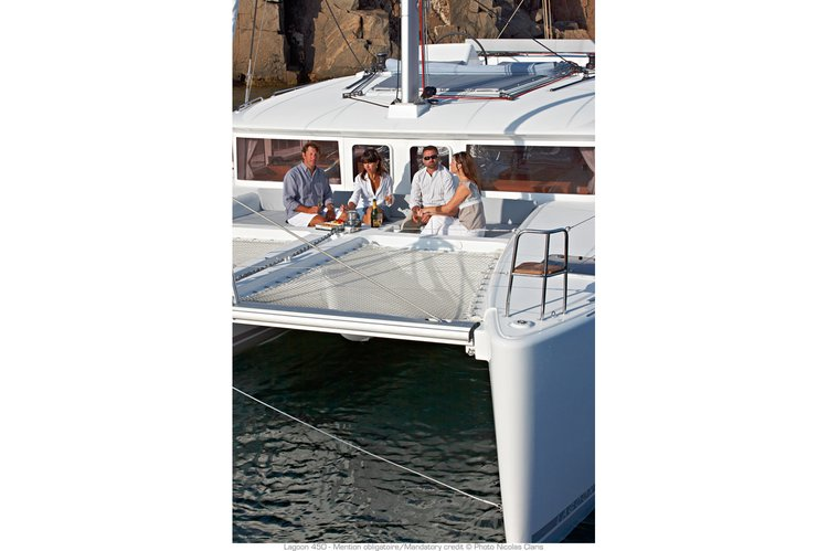 This 45.8' LAGOON cand take up to 12 passengers around Fort Lauderdale