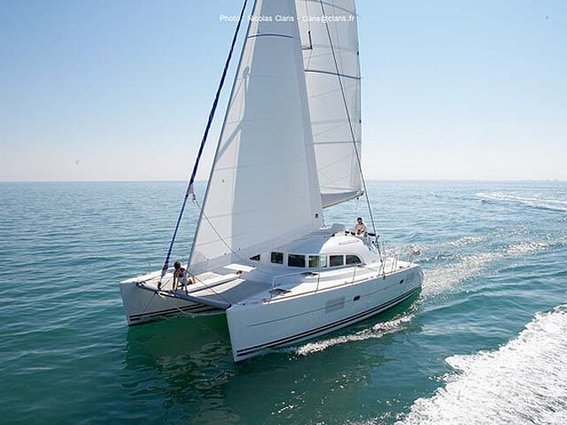 Beautiful Lagoon Lagoon 380 S2 ideal for sailing and fun in the sun!