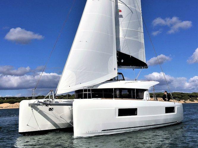 This sailboat charter is perfect to enjoy El Rompido, Huelva
