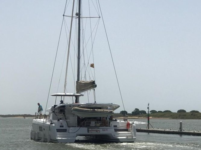 Enjoy El Rompido, Huelva, ES to the fullest on our comfortable Lagoon Lagoon 42