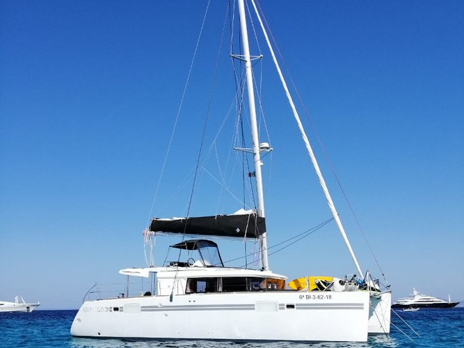 Relax on board our sailboat charter in Barcelona