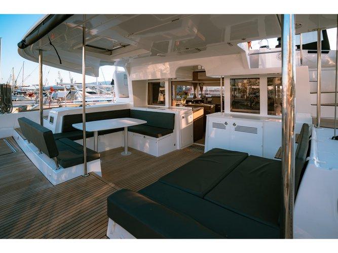 Enjoy luxury and comfort on this Lagoon Lagoon 450  Flybridge_2020 in Skiathos