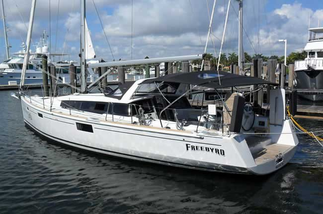 Discover Fort Lauderdale surroundings on this 43 Sense boat
