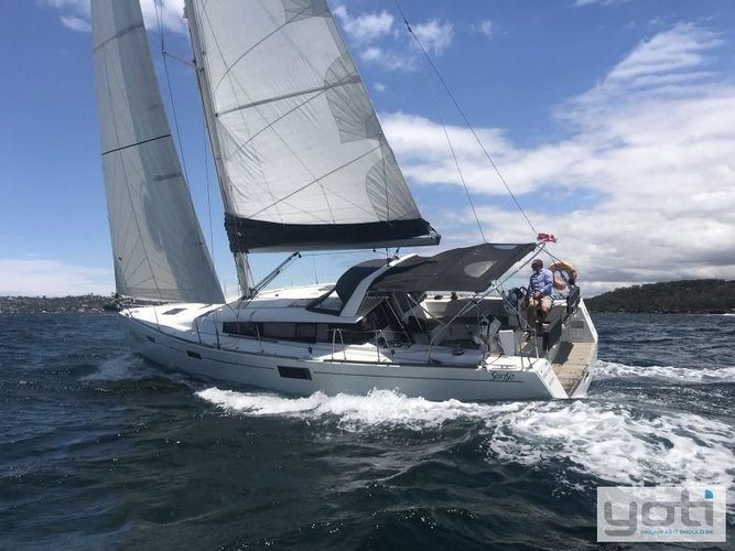 This 43 ft sail boat rental is perfect to enjoy Florida
