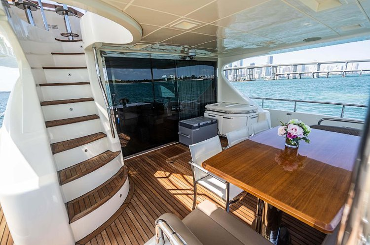 Up to 13 persons can enjoy a ride on this Azimut boat