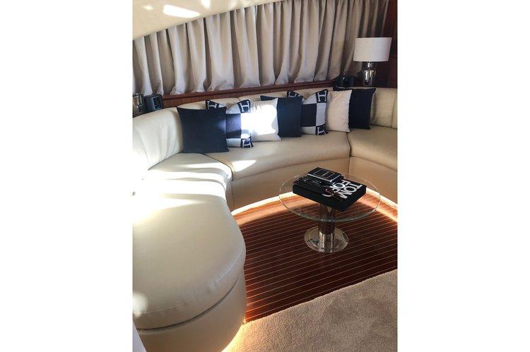 Cruiser boat for rent in Porto