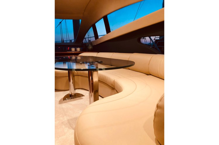 Up to 14 persons can enjoy a ride on this Cruiser boat