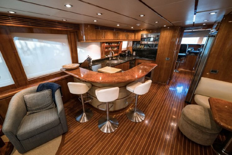 Discover Aventura surroundings on this R2016 Hargrave boat