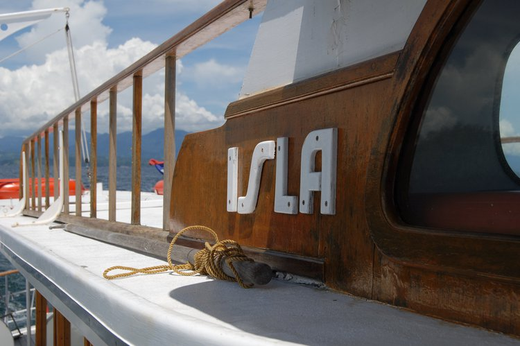 Discover Puerto Galera surroundings on this Custom Hong Kong & Whampoa Dock Co. Ltd. boat