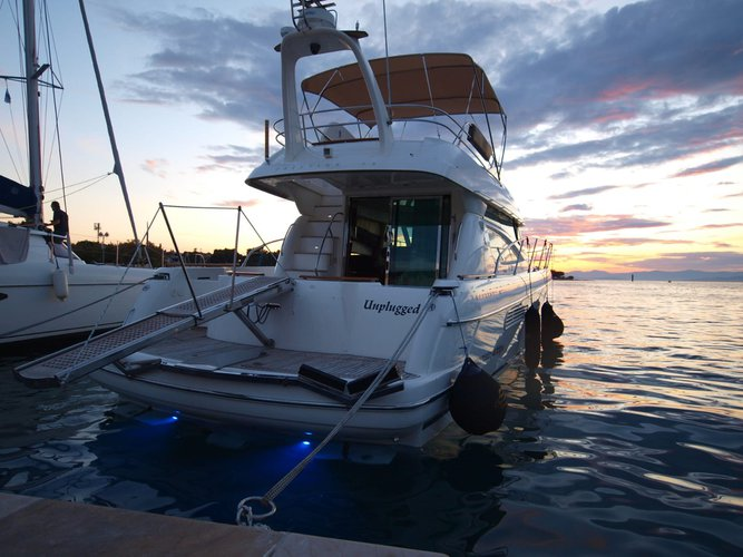This 47.7' Jeanneau cand take up to 10 passengers around Split