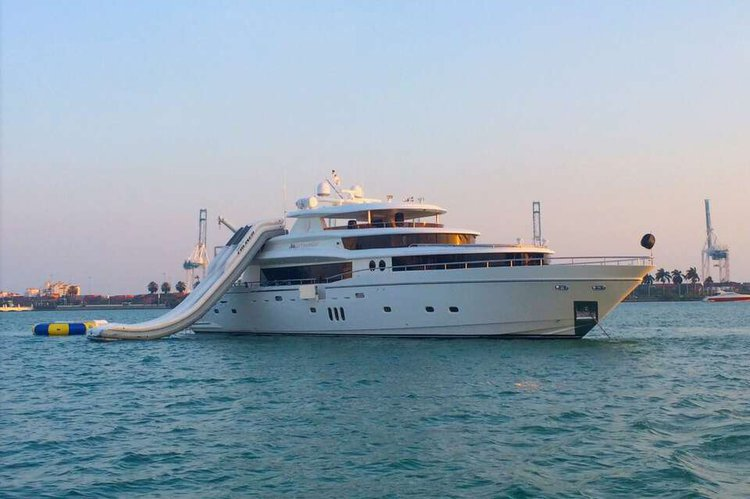 103' Johnson Luxury Super Yacht (Jaccuzi, Jetski's, & More)!