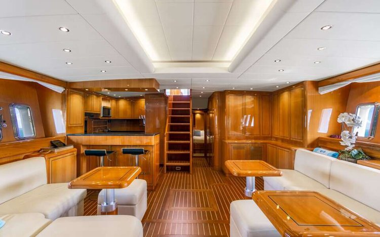 Discover Miami surroundings on this HT Mangusta boat