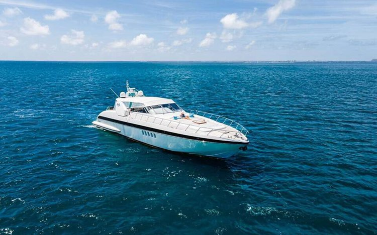 80.0 feet Mangusta in great shape