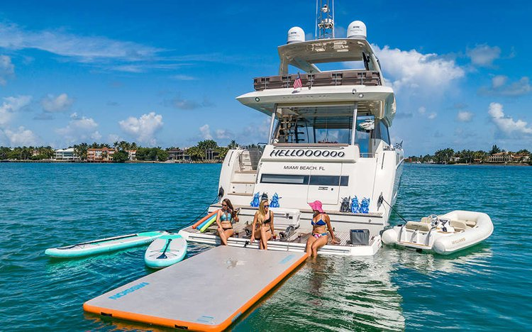 Discover Miami Beach surroundings on this Fly Prestige boat