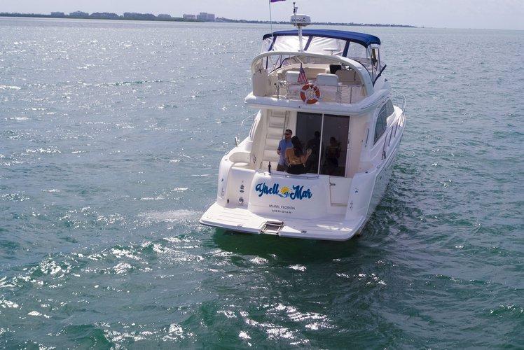 This 50.0' Sea Ray cand take up to 13 passengers around Miami