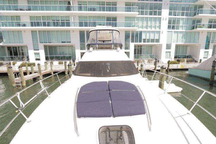This 58.0' Sea Ray cand take up to 12 passengers around Miami