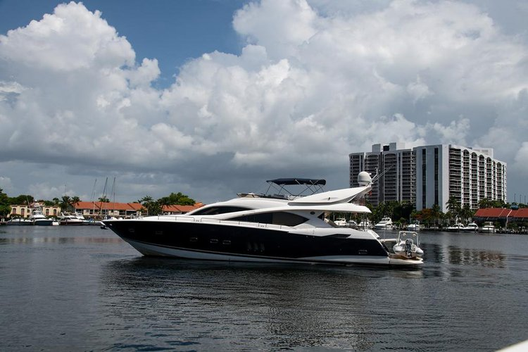 ENJOY MIAMI THE RIGTH WAY - SUNSEEKER 85 !!