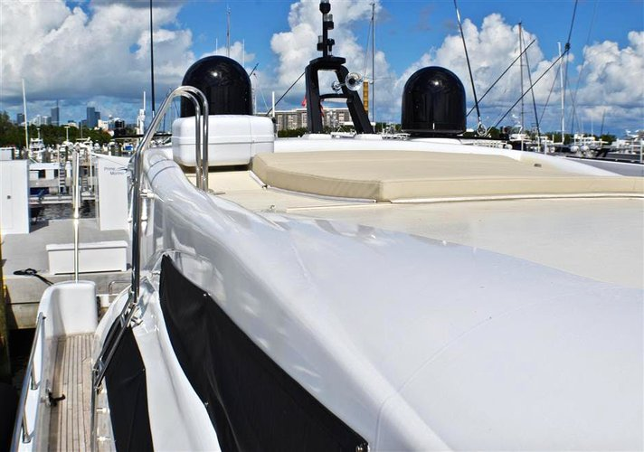 Discover Miami surroundings on this B Techno Mar boat