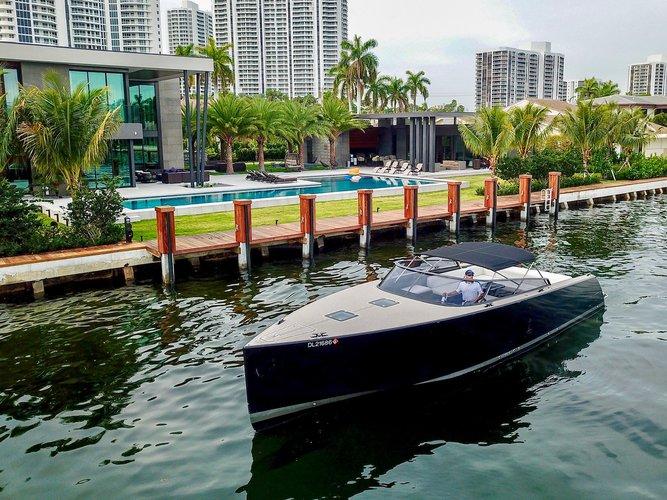Luxury Vandutch in Miami for rent - Book now!