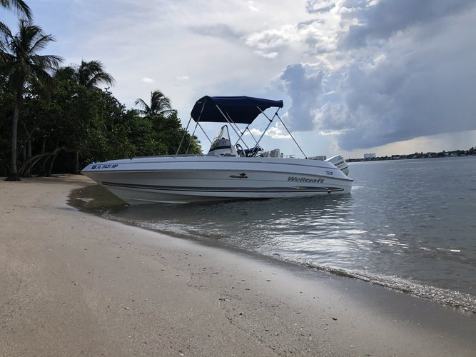 Center console boat rental in 404 NW 3rd St, FL