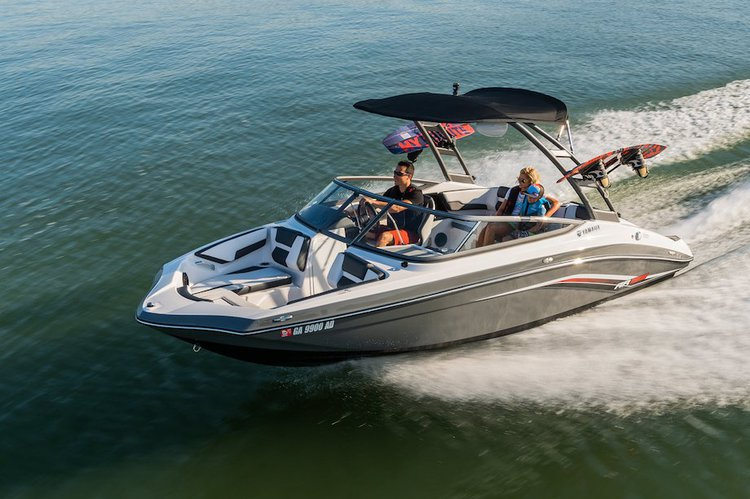 This 20.0' YAMAHA cand take up to 8 passengers around Key Biscayne