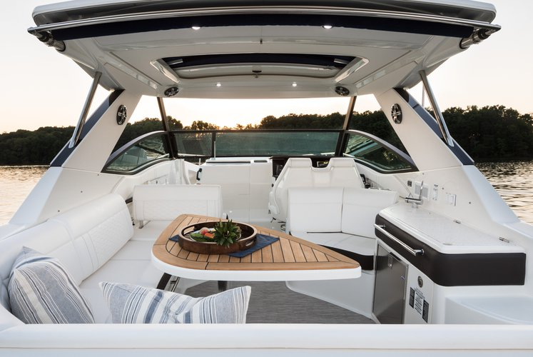Discover Miami surroundings on this 320 sundancer boat