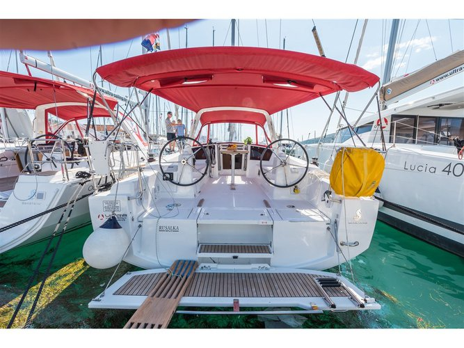 Sail the beautiful waters of Pomer on this cozy Beneteau Oceanis 38